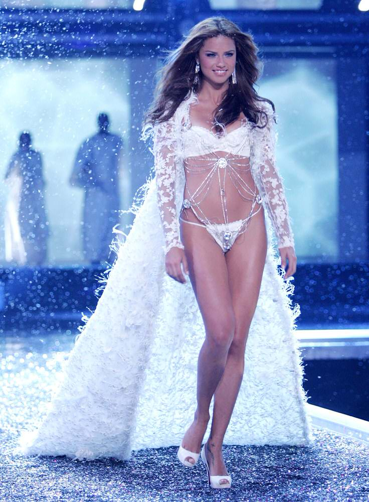 Adriana Lima – 6 Winter Wonderland of Glacial Goddeses – Victoria's Secret Fashion Show 2006 [x 34]