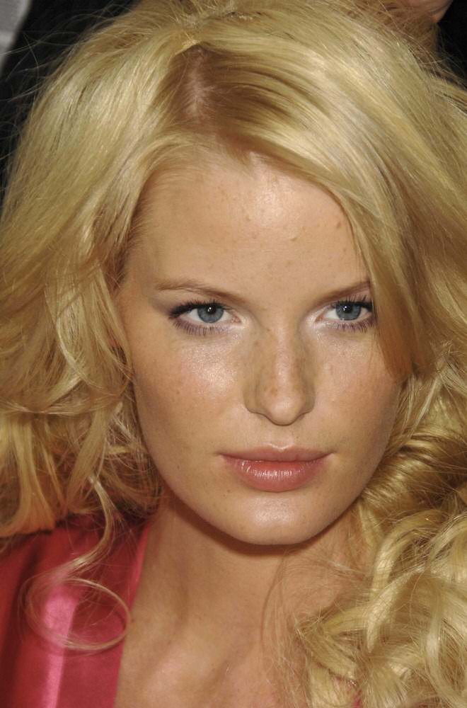 Caroline Winberg – Backstage – Victoria's Secret Fashion Show 2006 [x 4]