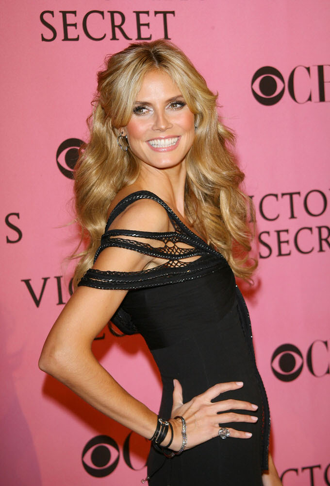 11-15 Heidi Klum walks the Pink Carpet at the VSFS 2007 [x 70]