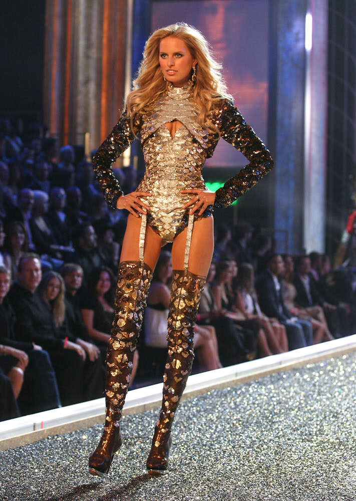 Karolina Kurkova – 1 Blade Runner – Victoria's Secret Fashion Show 2007 [x 28]