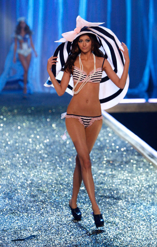 Morgane Dubled – 2 Age of Elegance – Victoria's Secret Fashion Show 2007 [x 12]