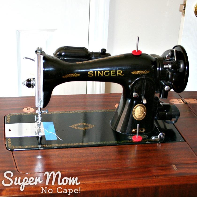 Vintage Singer Sewing Machine 15-91 in cabinet