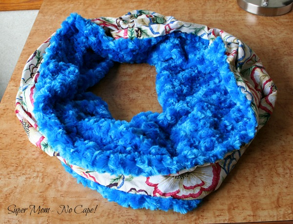 Photo handmade Infinity Scarf