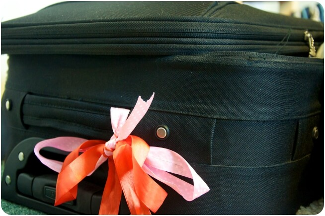 Travel_TipsRibbon-On-Luggage