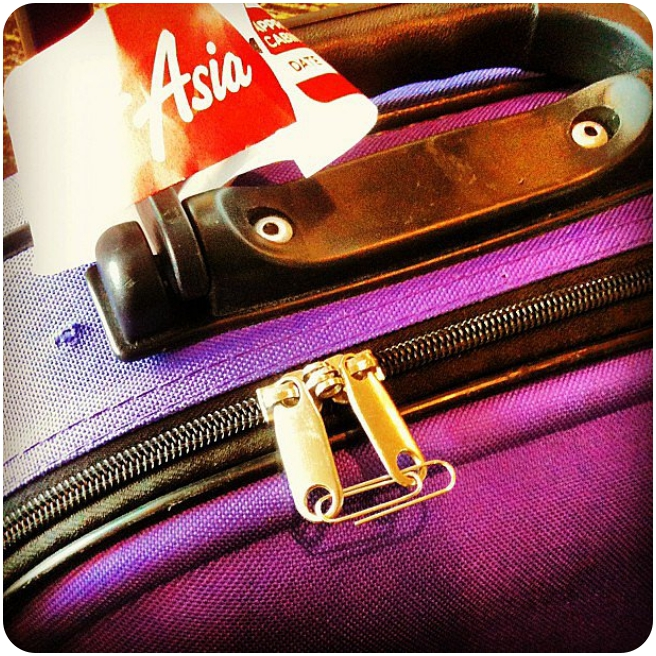 Travel_TipsUse-Paper-Clip-Luggage-Lock