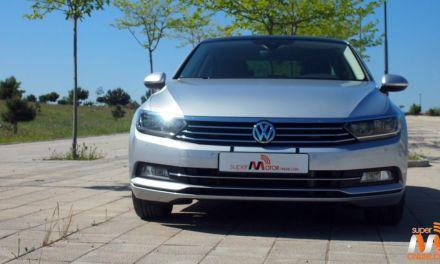 Al volante del Volkswagen Passat 2016