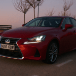 Al volante del Lexus IS300h 2017