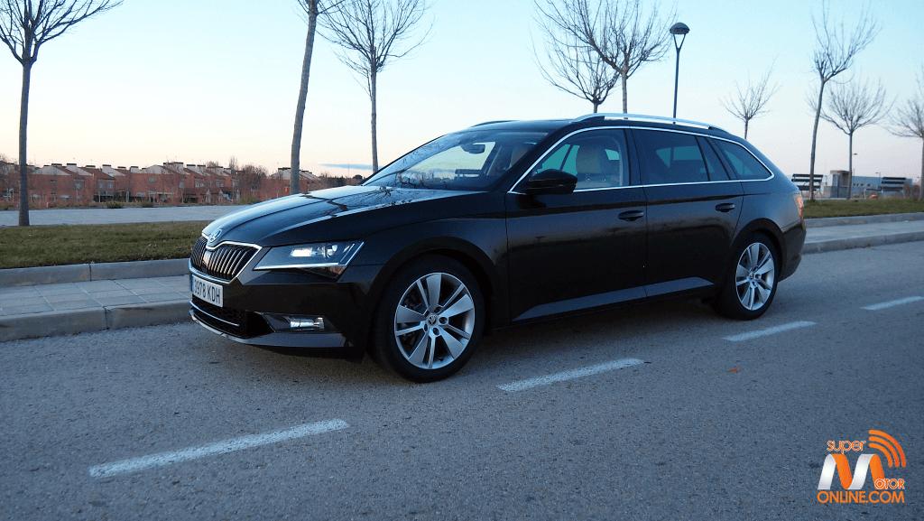 Al volante del Skoda Superb Combi 2018