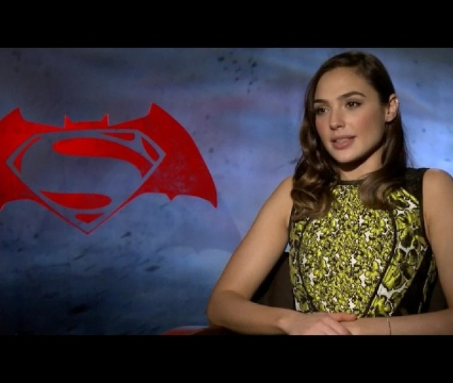 Gal Gadots Costume Was So Tight She Couldnt Breathe Supernewsworld Com