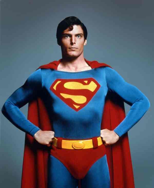 Christopher Reeve porte le slip par-dessus le pantalon : Yann Graf aussi !