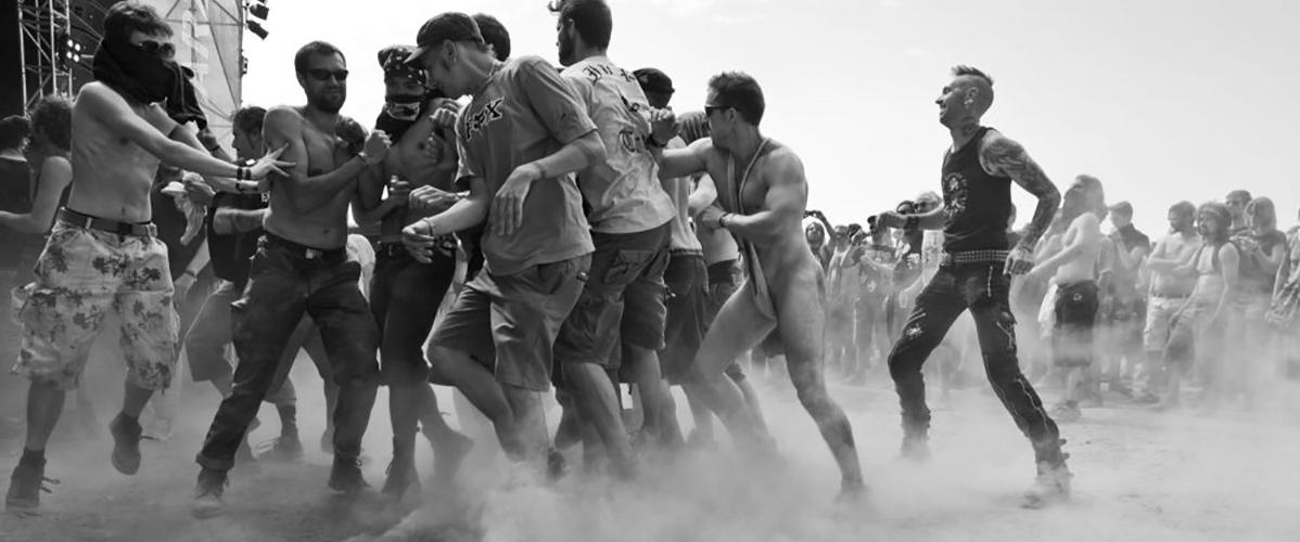 Dans le pit de la warzone, pour se réveiller en douceur, Hellfest 2014 (Photo : Dominique Clère)