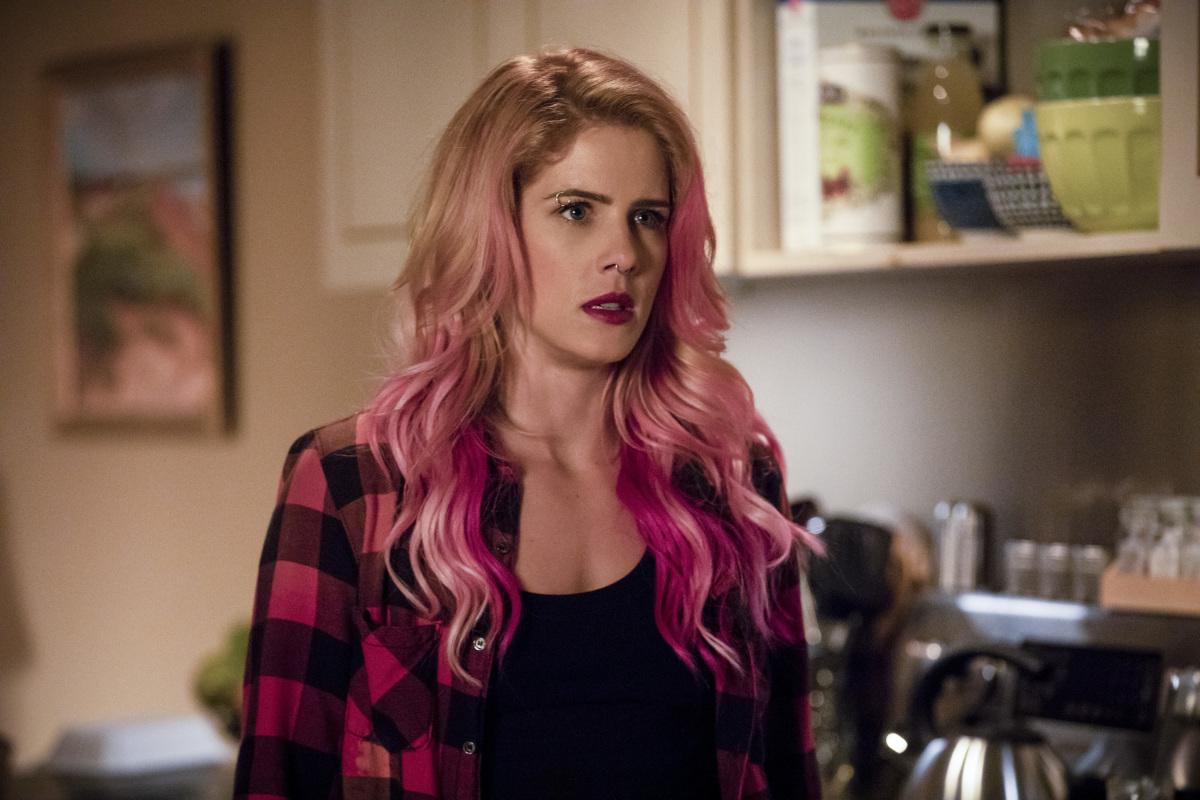 Felicity dans Arrow 1x01 : Inmate 4587