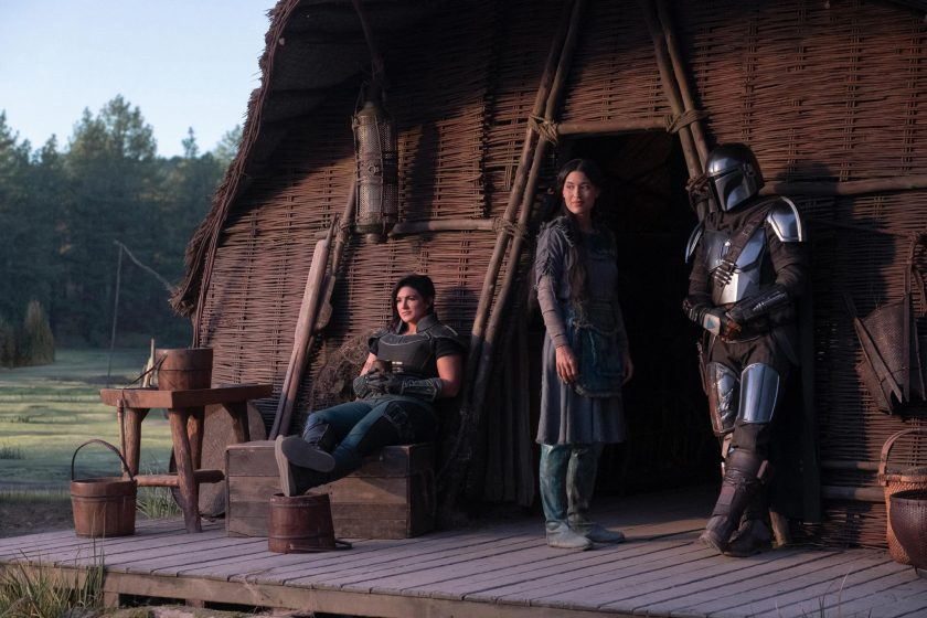 star-wars-the-mandalorian-gina-carano-as-cara-dune-julia-jones-as-omera-and-pedro-pascal-as-the-mandalorian