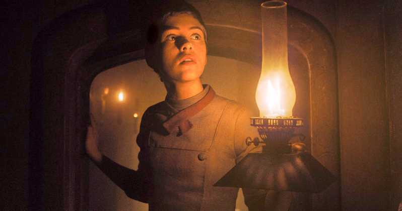 Gretel-And-Hansel-Movie-2020-Sophia-Lillis