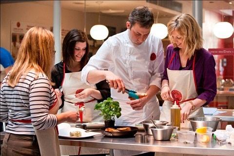 comment decouvrir les techniques de cuisine d un grand chef pendant un atelier culinaire haut