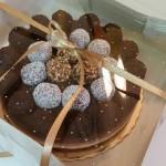 Tarta de tres chocolates con trufas
