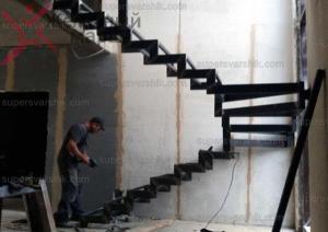 лестницы на второй этаж на металлическом каркасеhttps://www.supersvarshik.com/
