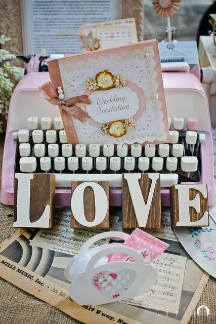 Vintage-Chic romantic wedding decor idea