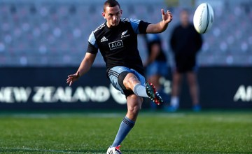 Aaron Cruden will remain in New Zealand