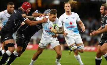 Francois Hougaard tries to break free for the Bulls