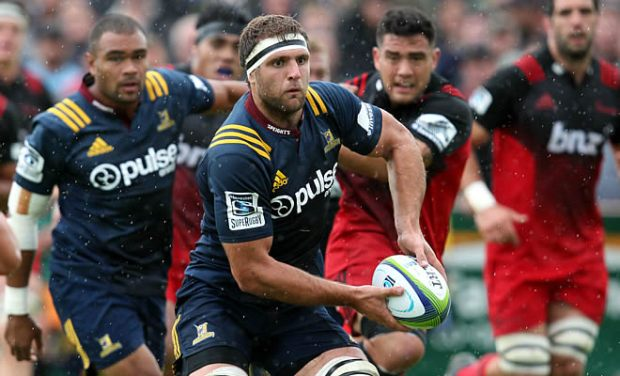 Luke Whitelock has re-signed to play Super rugby for the Highlanders for two more years