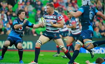 Scott Higginbotham defends the ball from the Bulls in 2015
