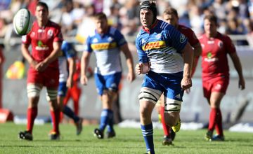 Pieter-Steph du Toit chases the Super rugby ball for the Stormers