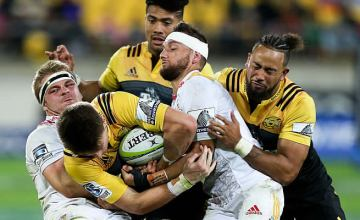 Sam Carter (L) wrestles for the ball with Beauden Barrett