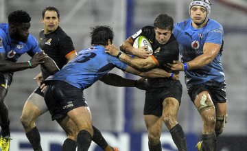 Jaguares' wing Santiago Cordero (3rd-R) on the run