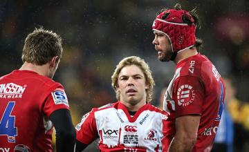 Warren Whiteley talks to his team mates