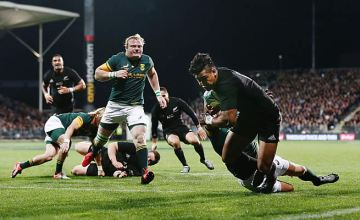 Julian Savea scores for the All Blacks