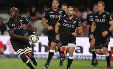 Tera Mtembu on the run for the Sharks
