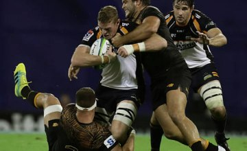Australia's Brumbies flanker Tom Cusack vies for the ball with Argentina's Jaguares prop Santiago Medrano and flanker Marcos Kremer during their Super Rugby match at Jose Amalfitani stadium in Buenos Aires