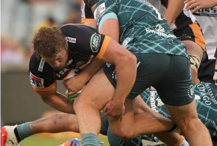 James Slipper defends the ball fro the Brumbies