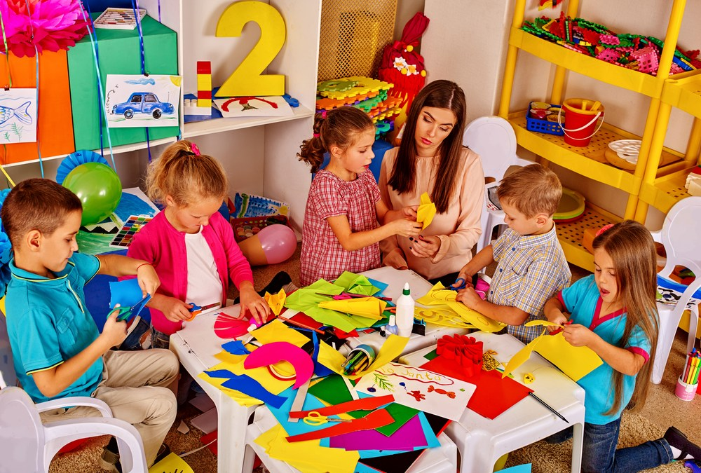 Adults Focus More, Young Children Notice More