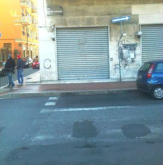 Strisce pedonali consunte in via Airaghi x notizia flash