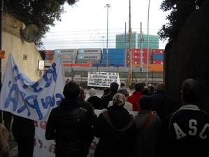 La Manifestazione del Comitato per Pra' a Palmaro. Tra i primi obiettivi: meno container e copertura completa dell'autostrada