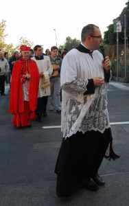 Don Giorgio durante la processione