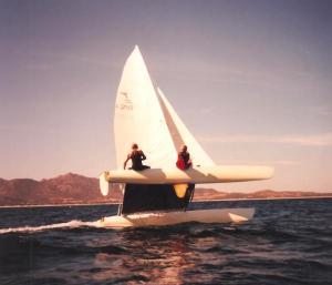 Careuxo (a sinistra) al timone del catamarano