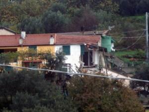 La casa crollata in via Montecucco