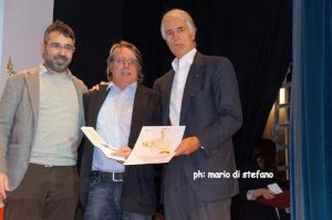 Il Presidente del GSD Speranza riceve il premio da Malagò (sinistra) e dall'Assessore allo Sport Regionale Rossi