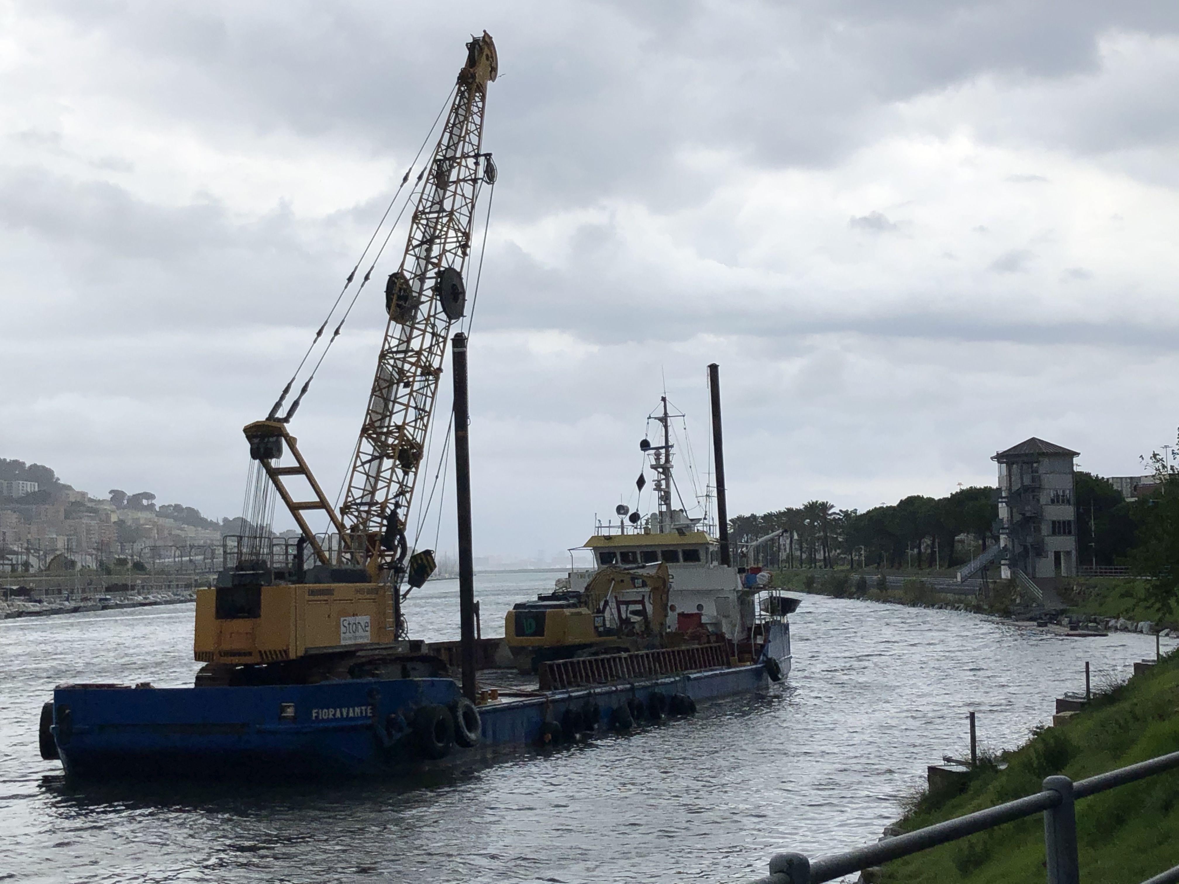 Fotonotizia – La Draga Fioravante nel Canale di Calma di Pra'