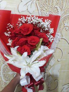 buket tangan mawar merah kota surabaya