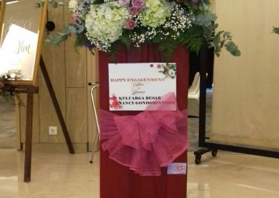 standing flower arrangements surabaya
