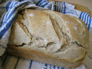 Både brød i form og vanlige brød kan kuttes.