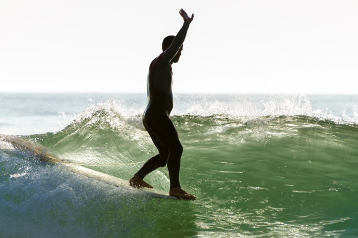 Surfing: a holistic form of therapy | Photo: Shutterstock