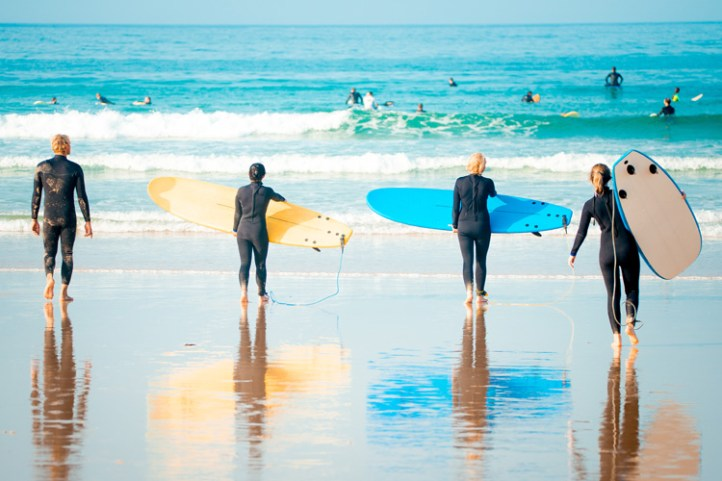 Surfing: it gives the opportunity to unplug and engage in therapeutic, outdoor activities | Photo: Shutterstock