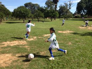 Bolivia, girls train