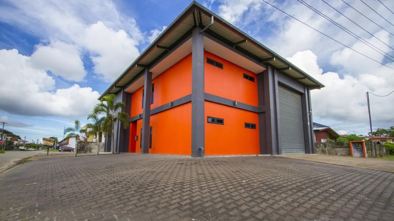 Hk Francisco de Goyastraat – El Grecostraat 16B - Kantoor met loods - Surgoed Makelaardij NV - Paramaribo, Suriname