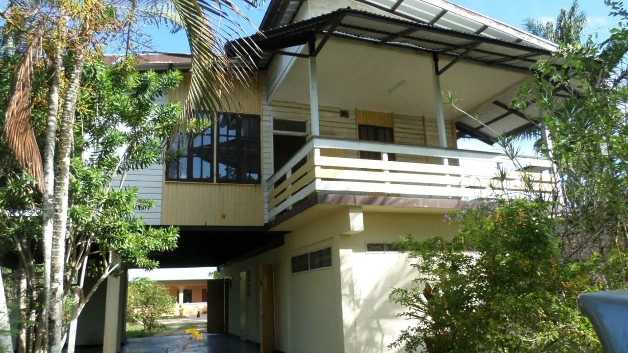 Parelmoerstraat 14 - Vrij wonen in een prachtige en landelijke locatie te Wanica, omgeven door diverse fruitbomen en door veel groen. - Surgoed Makelaardij NV - Paramaribo, Suriname